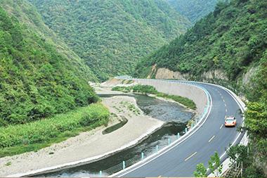 貴州省凱里(三棵樹)至雷山(大塘)段二級公路生態示范工程
